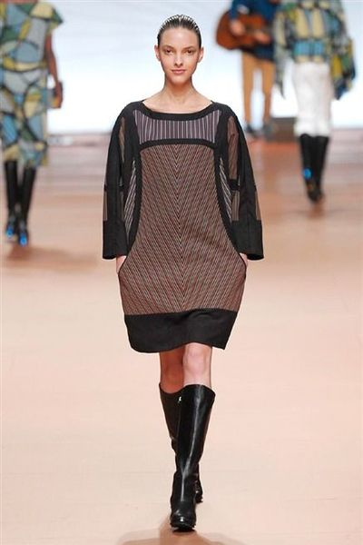 photo-20-photos-du-defile-issey-miyake-femme-automne-hiver-2014-2015_4804096