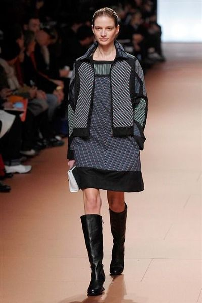 photo-24-photos-du-defile-issey-miyake-femme-automne-hiver-2014-2015_4804104