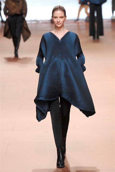 photo-44-photos-du-defile-issey-miyake-femme-automne-hiver-2014-2015_4804144